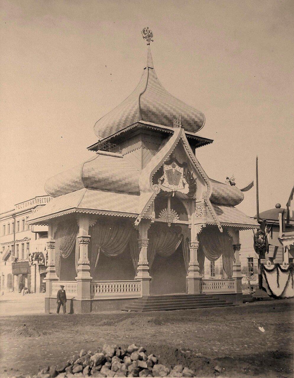 Вид павильона, выстроеного к торжествам коронации на Тверской-Ямской улице ( около Триумфальных ворот) для встречи императора московским генерал-губернатором