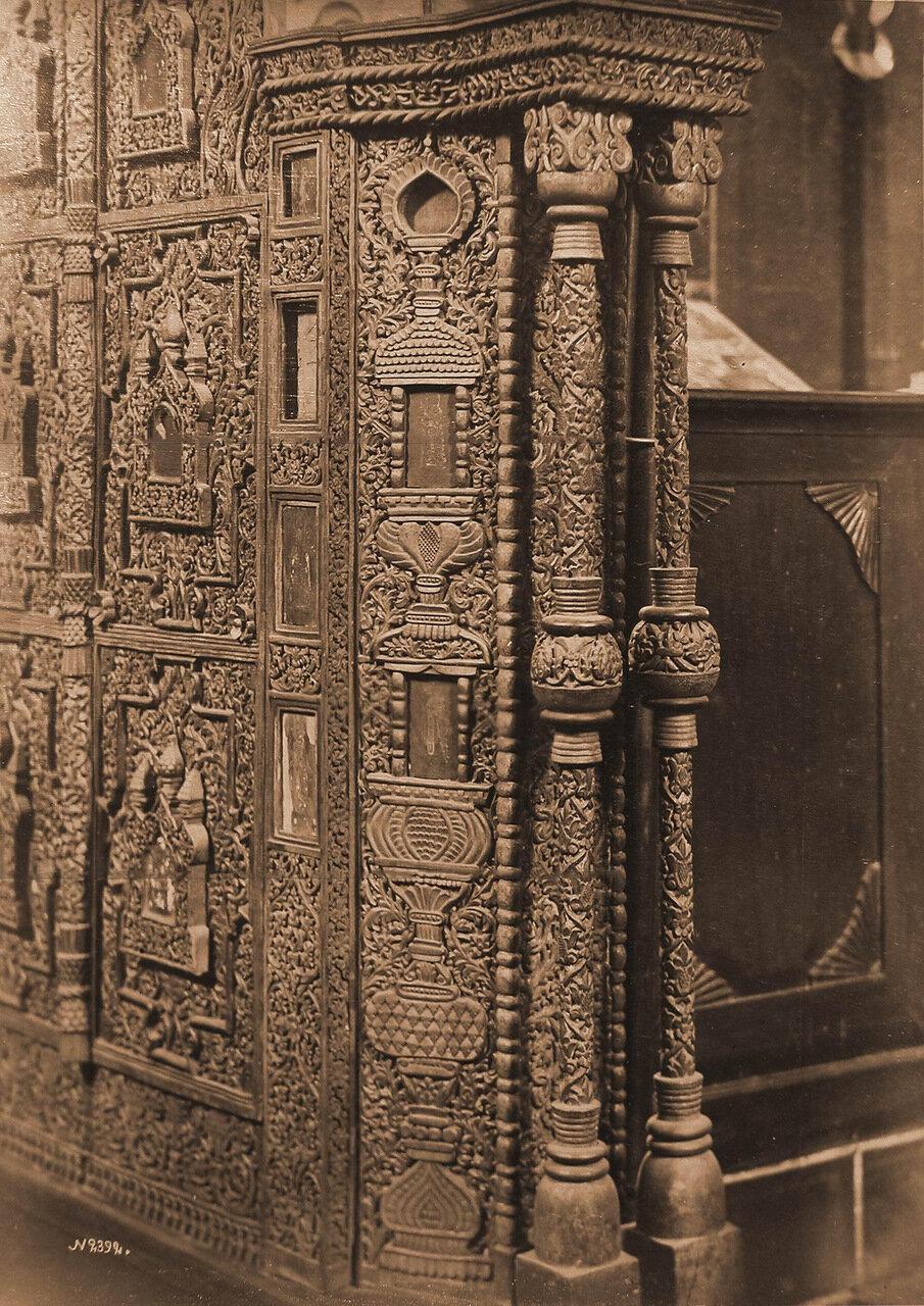 Деталь царских врат в церкви Спаса на Городу