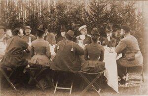 Император Александр III (справа крайний), императрица Мария Федоровна (по правую руку от него) и участники царской охоты во время обеда в лесу; крайней слева (в шляпе) - князь В. Барятинский.