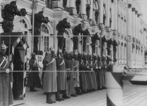 Почетный караул кирасир у Екатерининского дворца.
