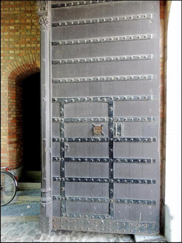 Brugge 9468 Ingangspoort Huis van de Heren van Gruuthuse.JPG