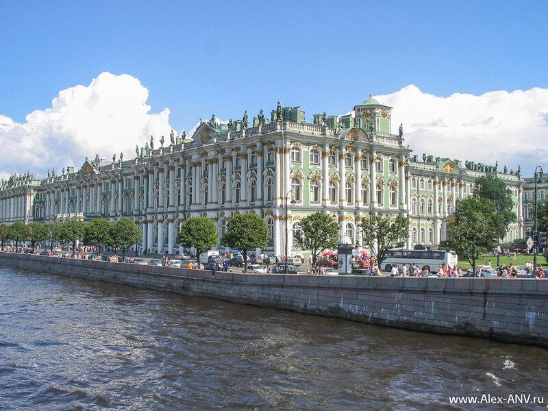 Зимний Дворец, вид с Дворцового моста
