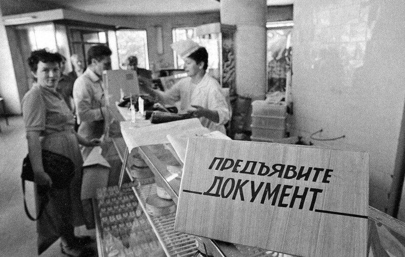 Воспоминания о протообществе потребления.
