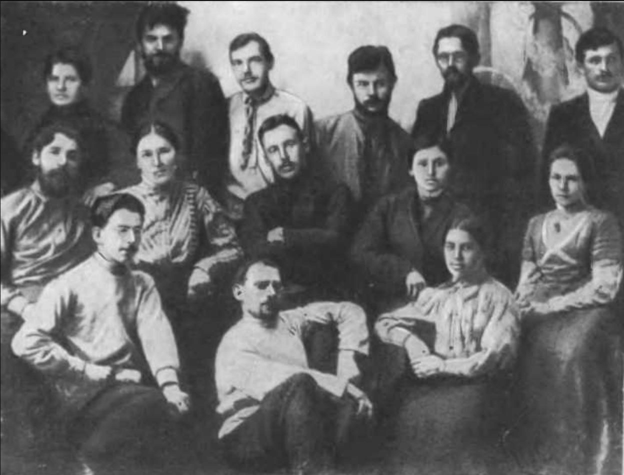 Яренская колония политических ссыльных. Во втором ряду в центре Вадим Николаевич Подбельский