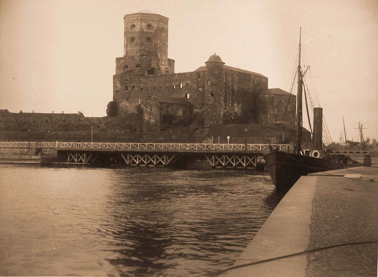 12. Общий вид крепости с башней Олафа