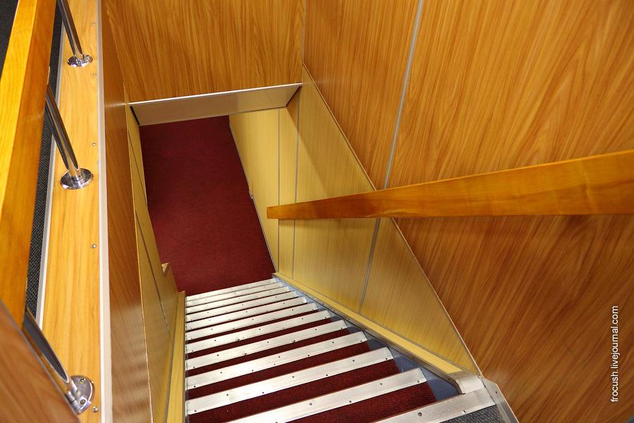 Лестница на среднюю палубу теплохода «Михаил Фрунзе»