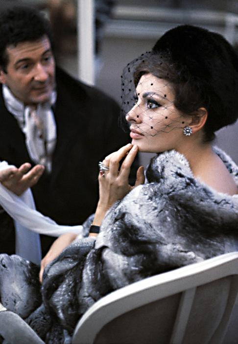 Sophia Loren photographed by Burt Glinn, 1963.jpg