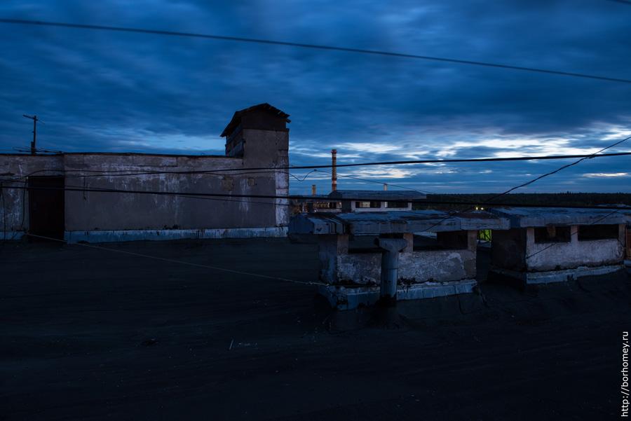 ночная крыша многоэтажного дома