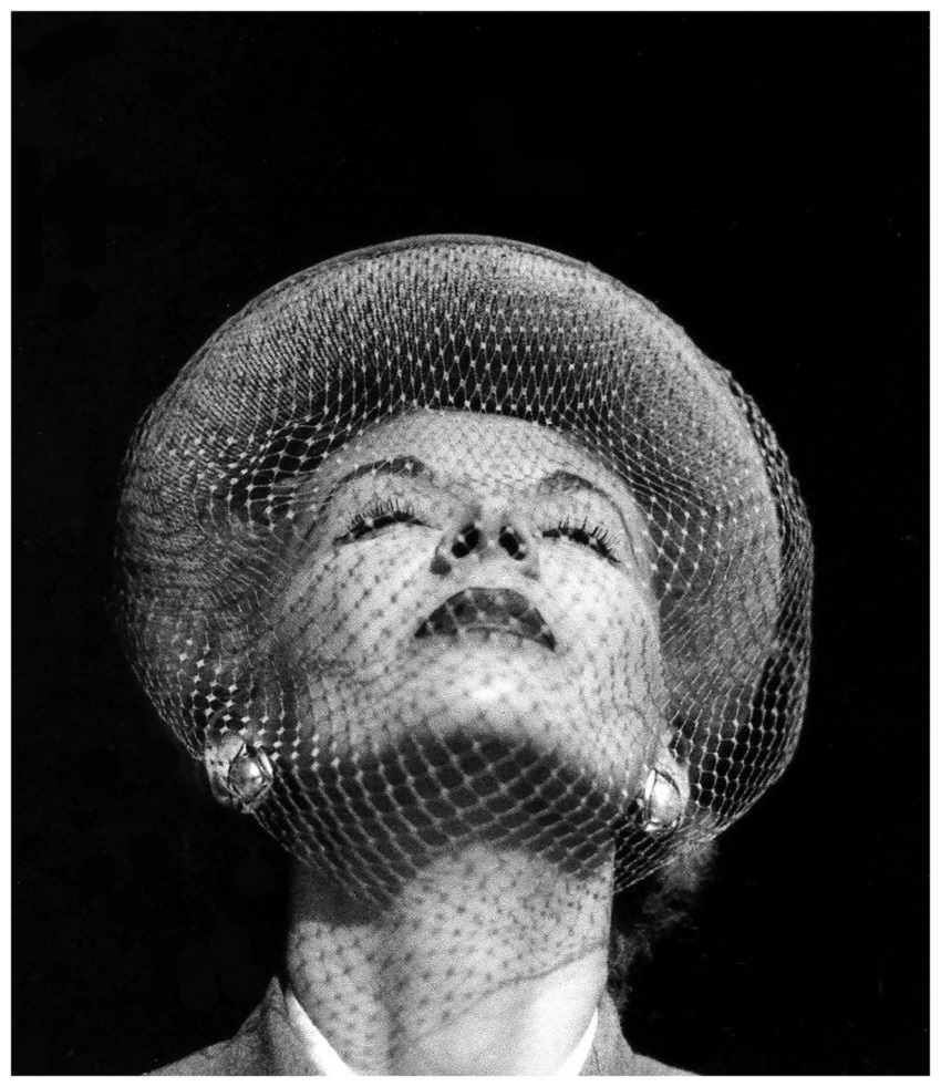 1 Lisa Fonssagrives-Penn,Vogue, Jan.1, 1951  Photo Frances McLaughlin-Gill-.jpg