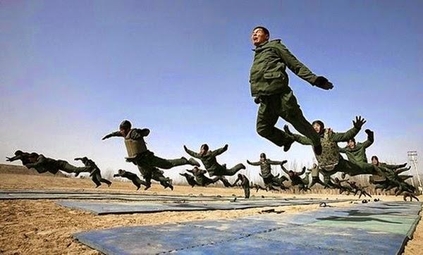 Радостные фотографии прыгающих людей и животных 0 13093b 4bfd60bd orig