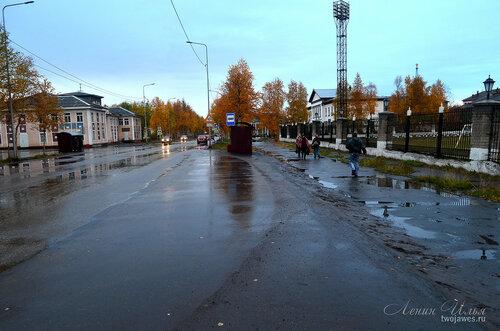 Фотография Инты №8133  Кирова 21, 28 и автобусная остановка