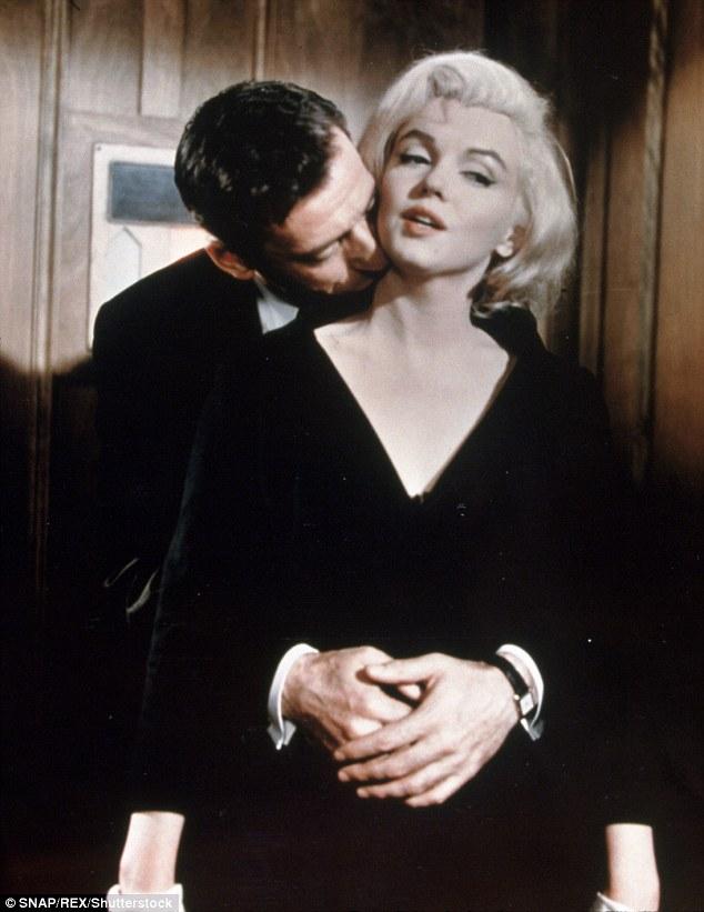 В феврале 1960 года Мэрилин Монро и французский шансонье Ив Монтан начали сниматься в фильме «Давай