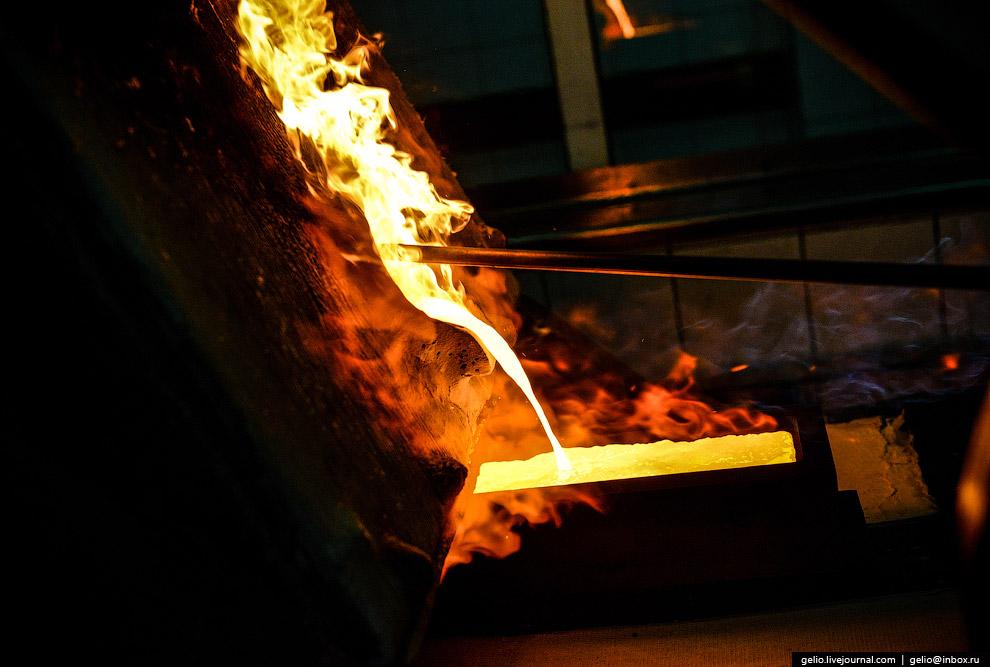 51. Золото производится по гидрохимической технологии путём растворения золотых продуктов в «царской