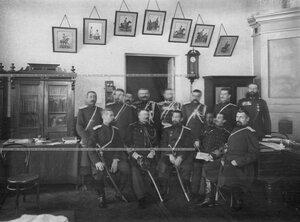 Группа командного состава 1-ой Уральской его величества казаьчей сотни в здании казармы с гостями - офицерами французской кавалерии.
