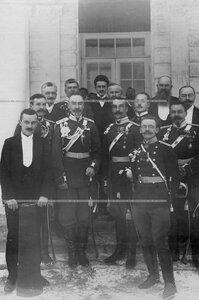 Группа бывших и настоящих офицеров полка  с полковым командиром генерал-майором графом М.Н.Граббе.