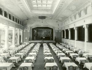 Вид зала зимнего ресторана Луна-парк.