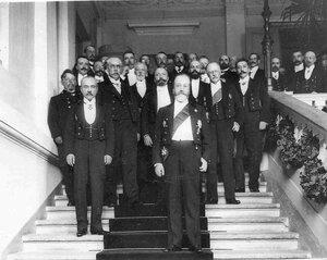 Группа участников заседания, посвященного празднованию 50-летия создания Государственного банка; на первом плане - министр финансов В.Н.Коковцов.