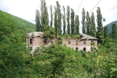 Развалины на территории монастыря
