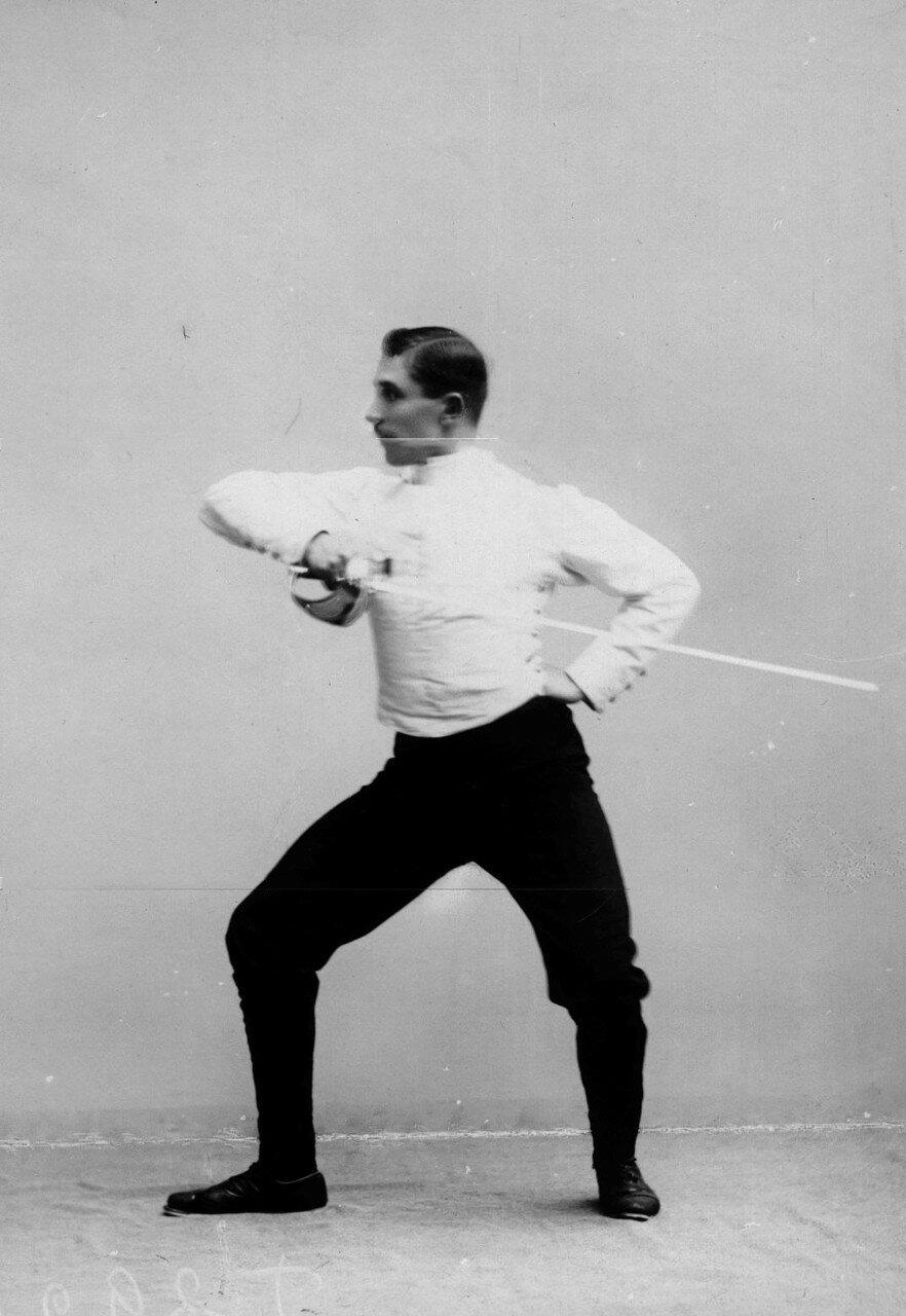 42. Позиция перед ударом, имеющим целью выбить шпагу из рук противника