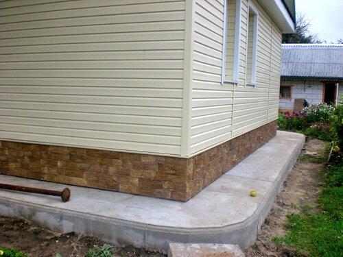 Плитка фасадная ДОЛОМИТ, отделка фундамента дома, обшитого сайдингом,отделка фундамента фото