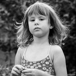 Маленькая личность (монохром, ребенок)