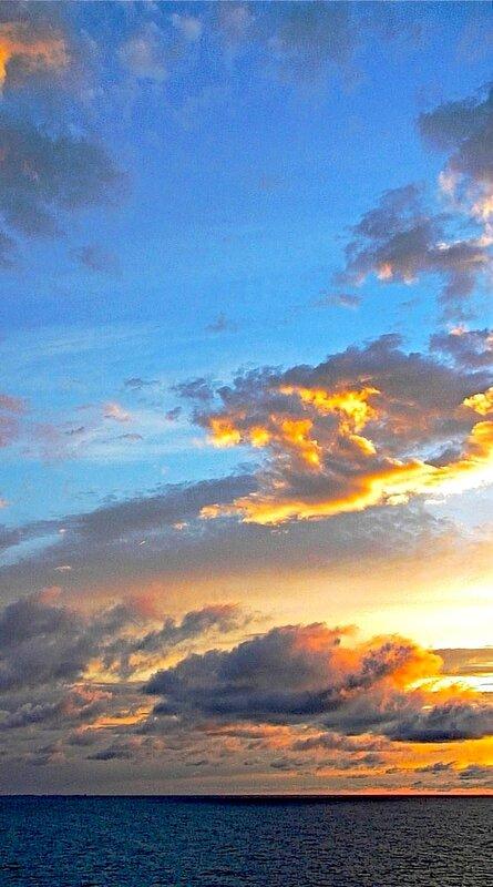 СЕВЕРО-ВОСТОЧНЫЙ КРАЙ НЕБА после восхода солнца
