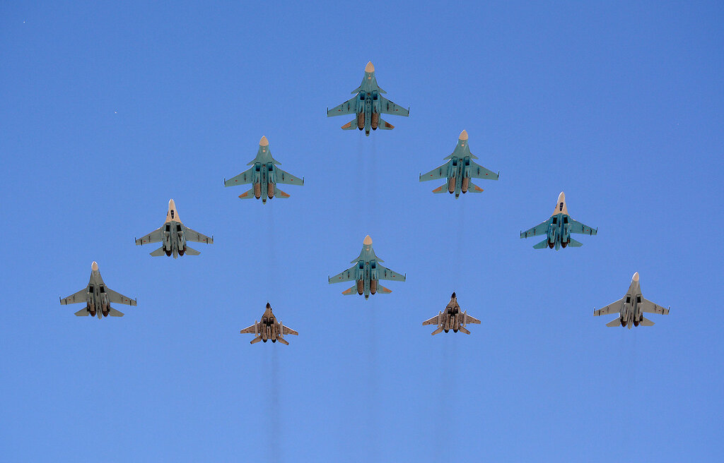 Parad25_Su_MiG.jpg