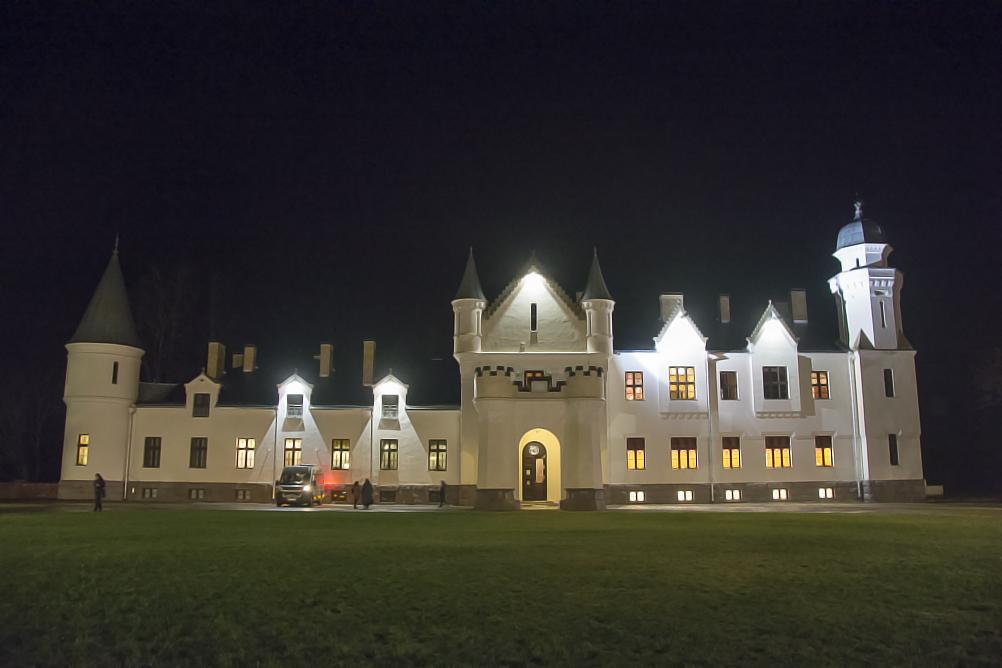 Шотландский замок, построенный немецким бароном, на территории бывшего СССР?