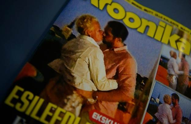 Фото: жена эстонского президента целуется с молодым человеком