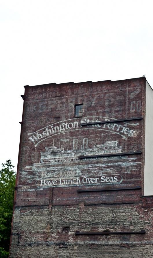 """Ghost 5a8sign / """"надписи-призраки"""" - на старых фасадах и в новых интерьерах"""