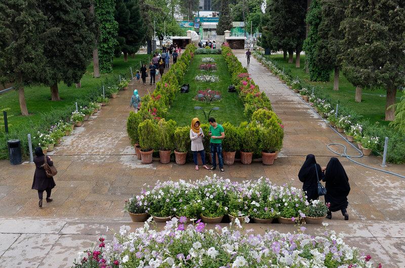 Шираз. У могилы Хафиза.