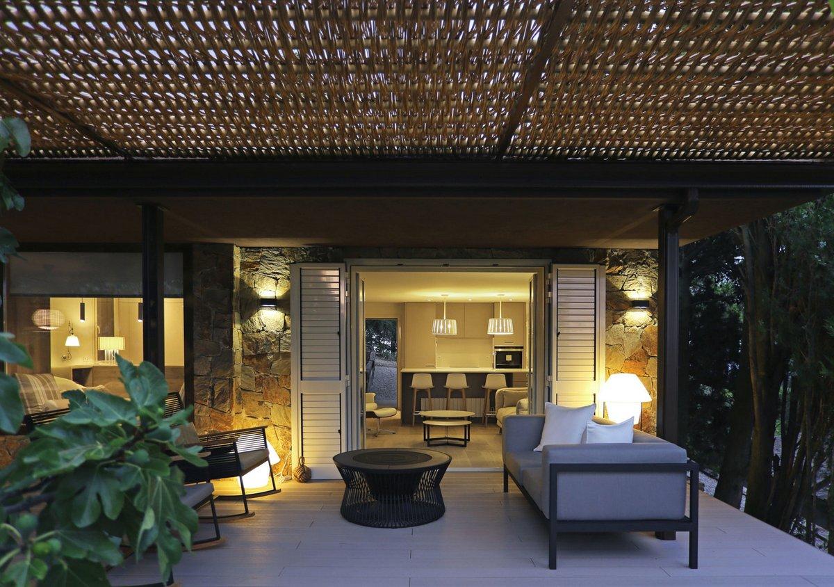 реконструкция крыши частного дома фото, Mountain Guest House, dom arquitectura, навес над террасой, организация пространства частного дома