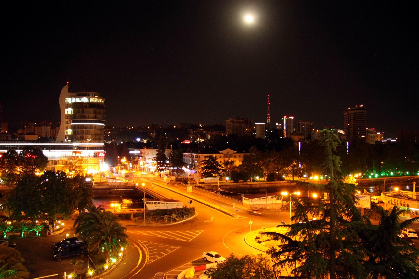 фото ночью сочи