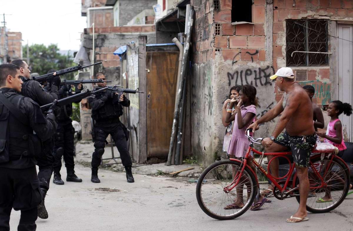 Стенка на стенку: Уличное противостояние в фавелах Рио-де-Жанейро