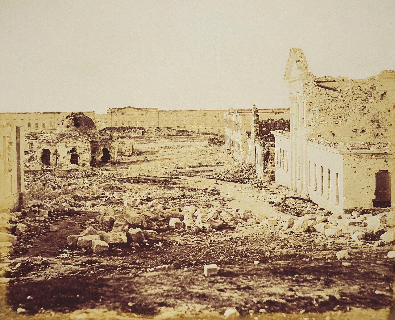 Севастополь. Разрушенное Белое здание