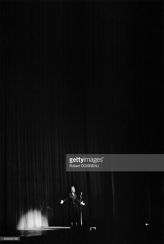 1956. Эдит Пиаф на сцене