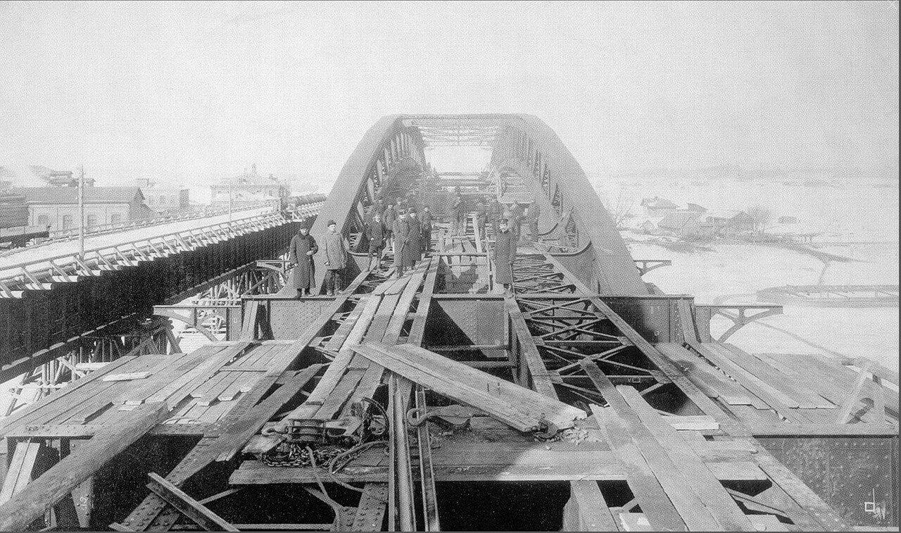 465. 1908. Строят мост у Нескучного сада