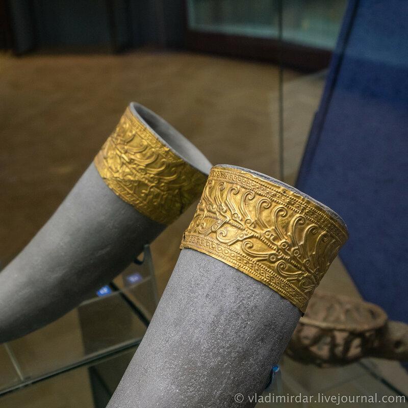 Пластина-обкладка ритона с изображением оленьих рогов. Золото. IV в. до н.э.