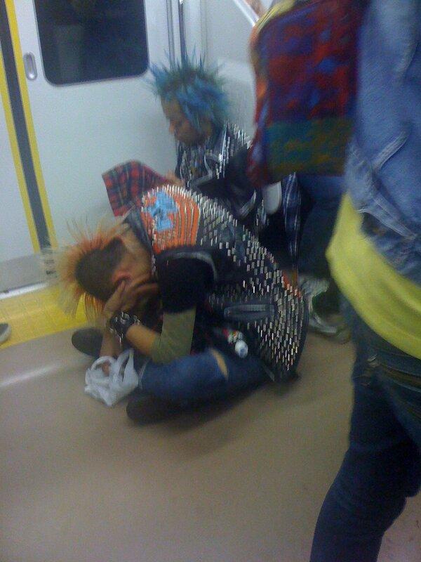 Панки в японском метро