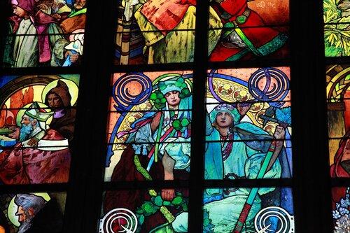 витраж А. Мухи «Прославление святых Кирилла и Мефодия»