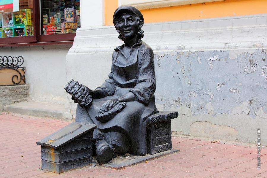 Скульптура «Чистильщик сапог»