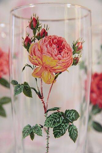 Стаканы с розами
