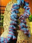 Шарф-спираль, шарф-волна, шарф-боа - всегда будут на пике моды.  Ведь они так интригующе-женственны! источник Ли.ру.