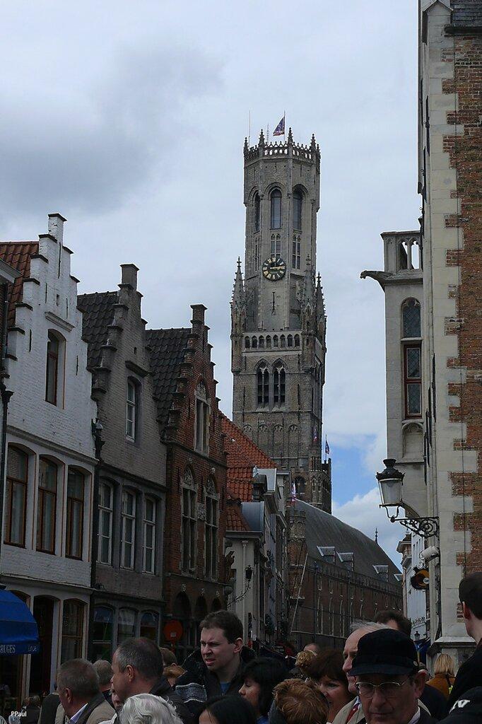 Центральная площадь города, расположенная в самом его сердце. Наплощади цедый ряд красивых исторических зданий, средикоторых башня Белфорт XII века.