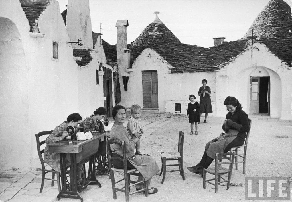 Photographer Alfred Eisenstaedt. Alberobello, Italy