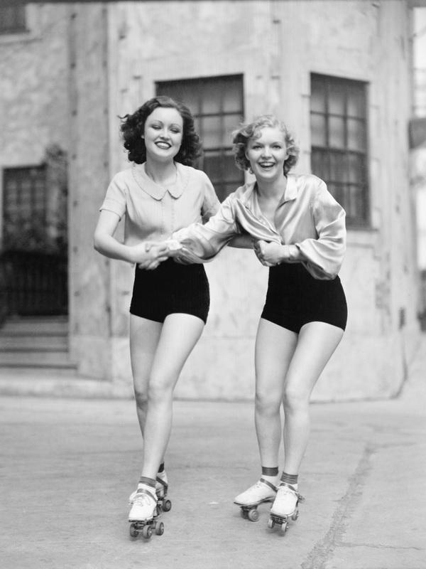 Roller skating - 1940s.jpg