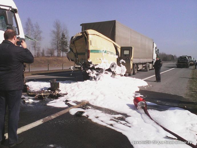 ДТП на трассе М1: две фуры сплющили машину инкассаторов