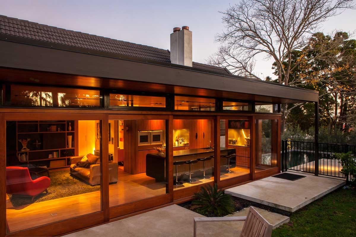 Dorrington Atcheson Architects, дома в Новой Зеландии, частный дом в Окленде, реконструкция частного дома, обновление интерьера дома, стеклянные двери