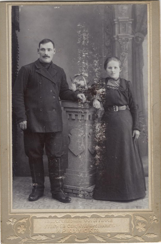 Молодая супружеская пара - представители средних слоев городского населения
