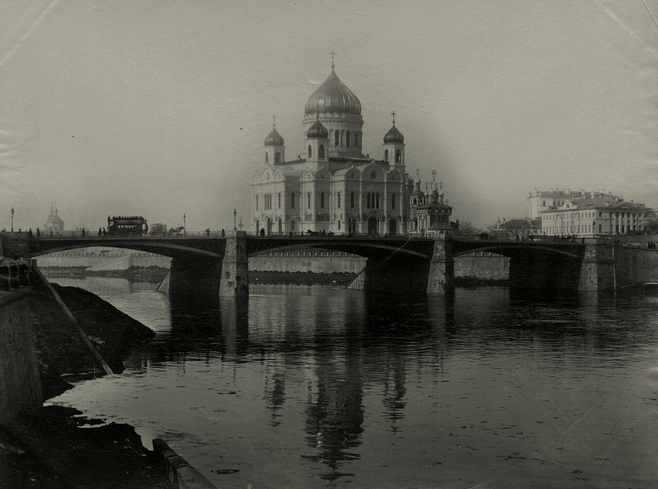 186. Вид на Большой Каменный мост и Храм Христа Спасителя.1885
